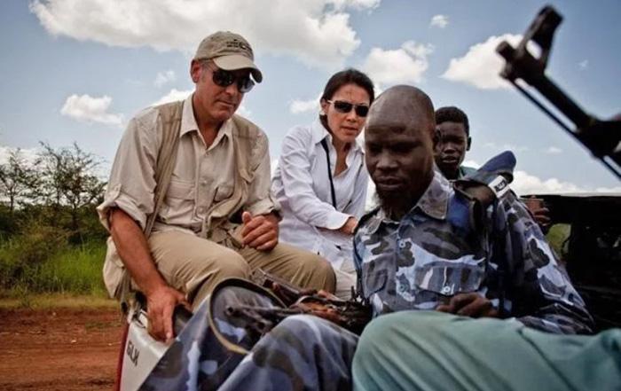 Ann Curry und George Clooney auf ihrem Weg nach Darfur. Foto von Mike Simon
