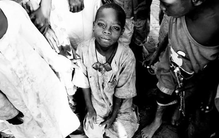 Junge in Darfur fotografiert von Ann Curry